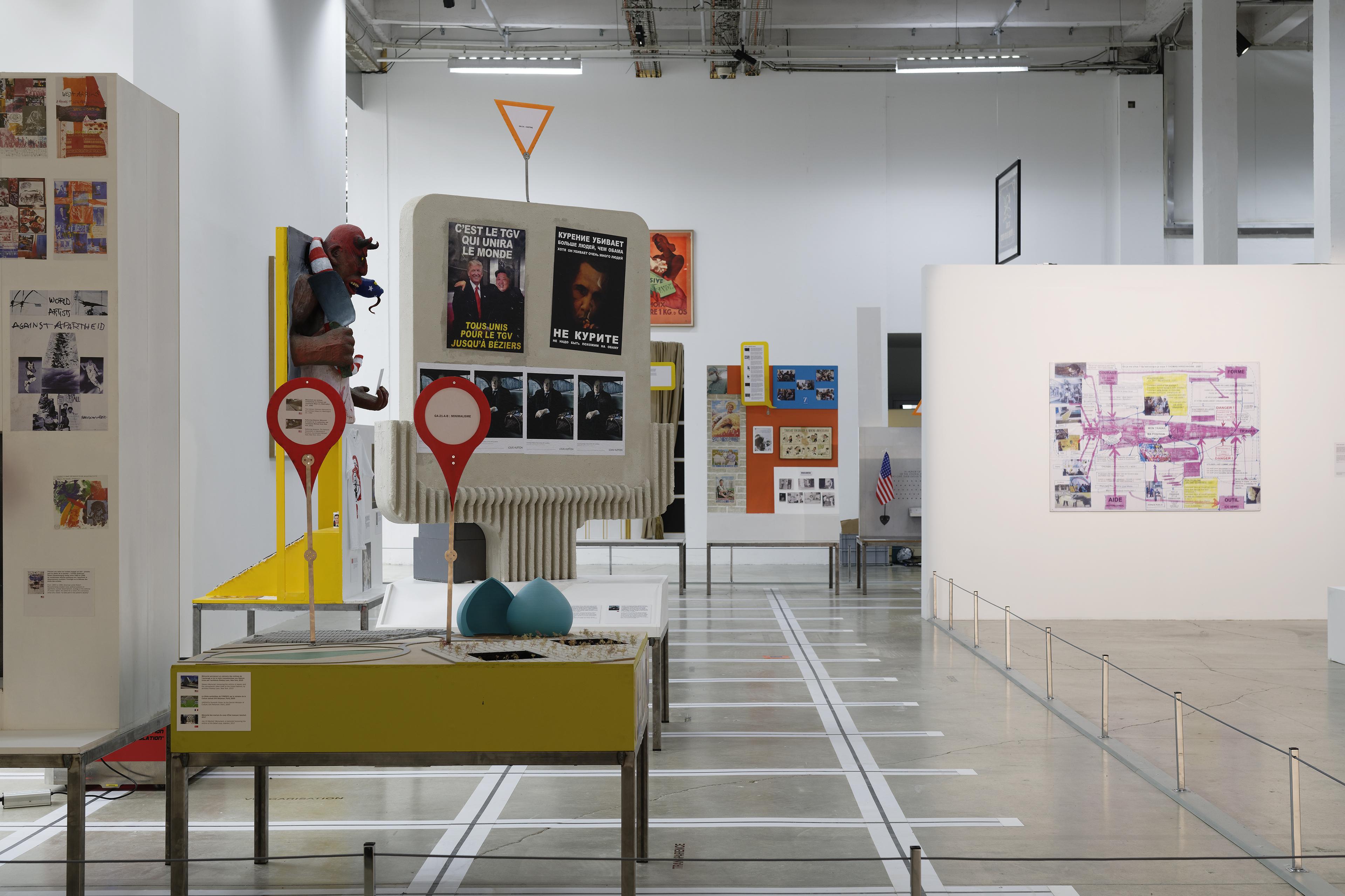 Neïl Beloufa: The enemy of my enemy, Palais de Tokyo, Ausstellungsansicht 2018, Courtesy der Künstler und Balice Hertling Gallery (Paris), Foto: Aurélien Mole © ADAGP, Paris 2018