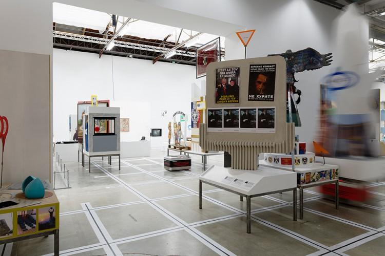 Neïl Beloufa - The enemy of my enemy, vue d'exposition 2018, Palais de Tokyo, courtesy l'artiste et Balice Hertling Gallery (Paris), photo : Aurélien Mole © ADAGP, Paris 2018