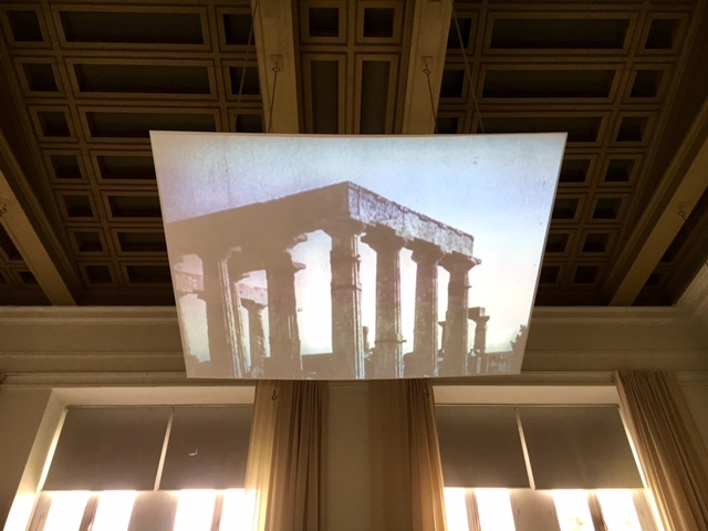 Rainer Oldendorf, marco14 und CIAM4 / Schiffbruch mit Zuschauer,  film de László Moholy-Nagy, vue d'installation, Polytechnion, documenta 14, Athènes 2017